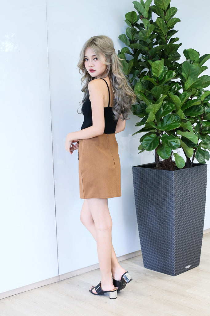 SUEDE LACED UP SKIRT IN CAMEL - TOPAZETTE