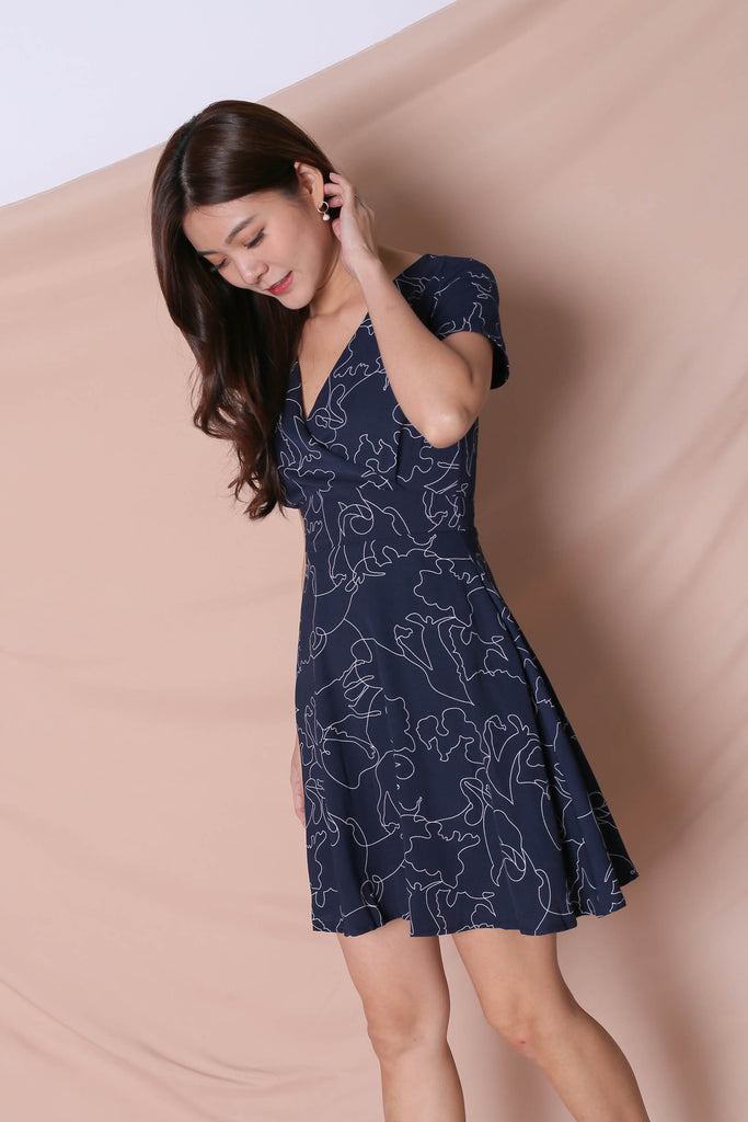 *TPZ* (PREMIUM) DEAN SCRIBBLE DRESS IN NAVY - TOPAZETTE