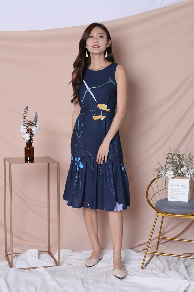 *TPZ* (PREMIUM) NIKO ABSTRACT DRESS IN NAVY - TOPAZETTE