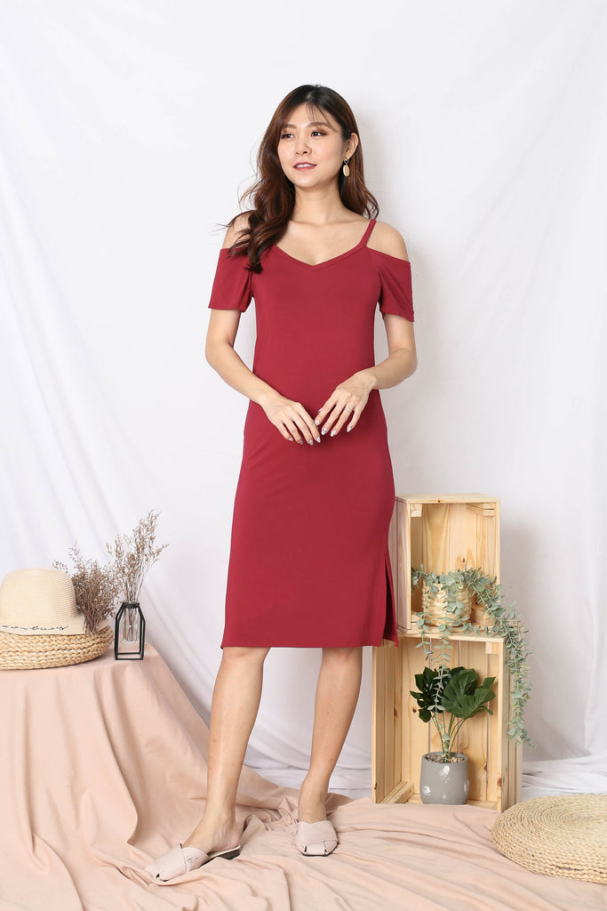 REAGAN COLD SHOULDER RELAXED DRESS IN WINE
