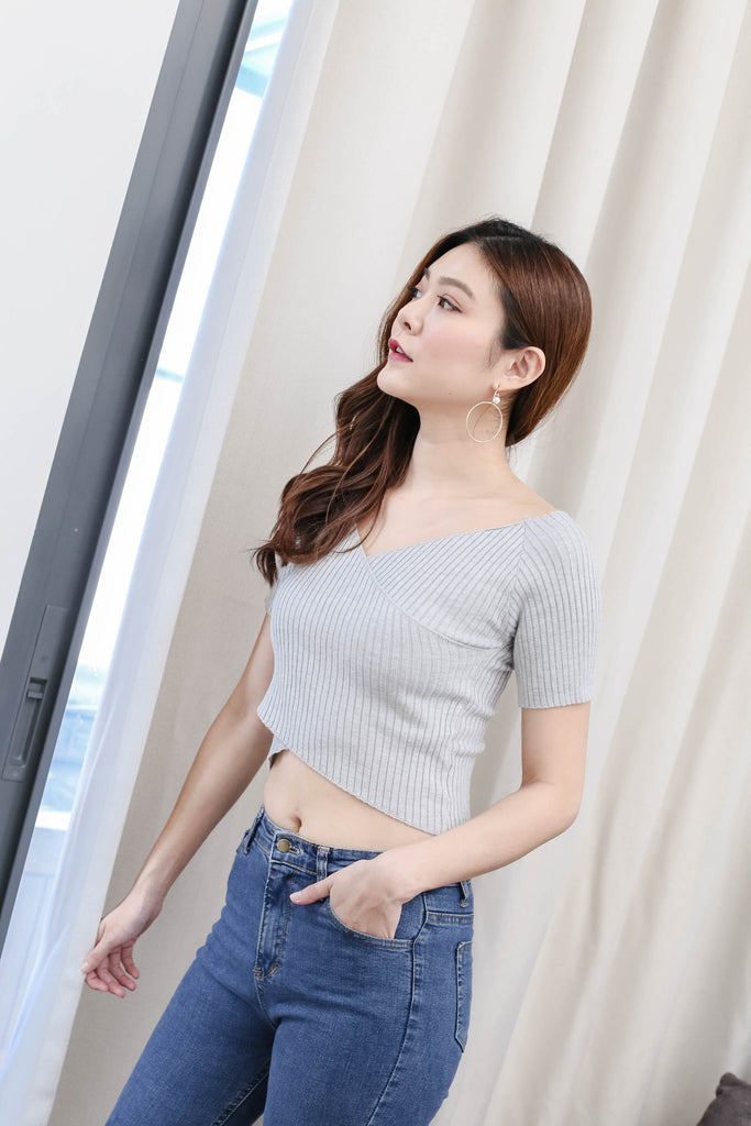 WILLA BASIC KNIT TOP IN GREY