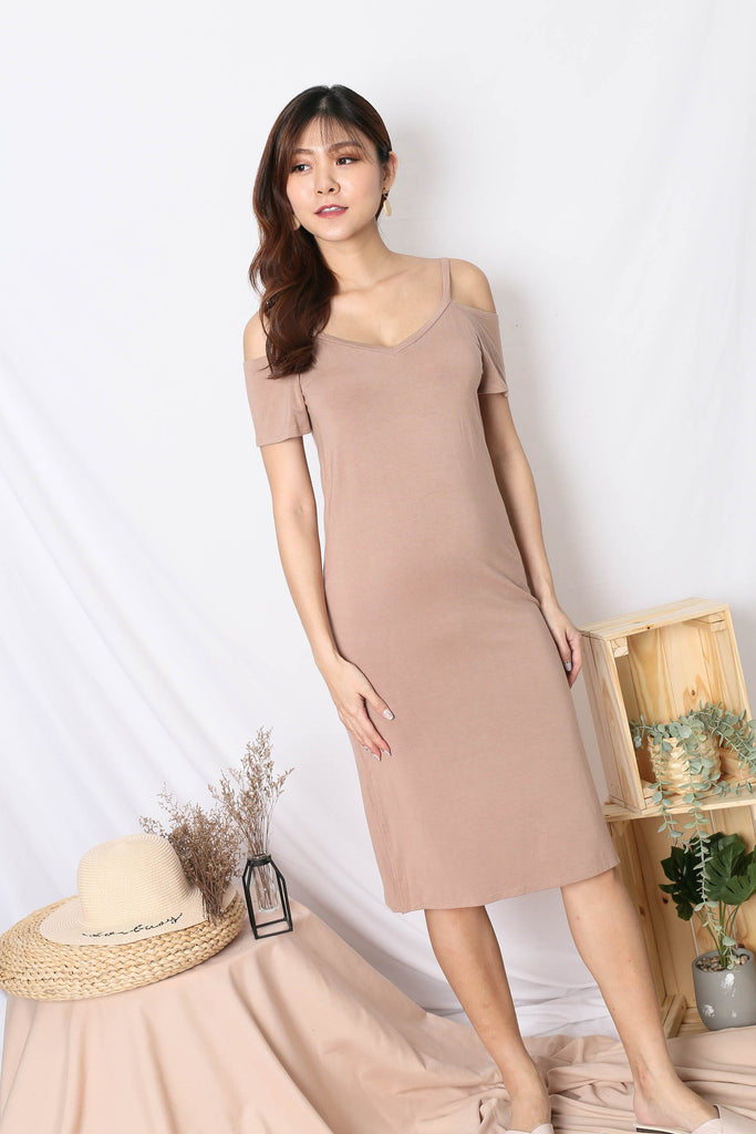 REAGAN COLD SHOULDER RELAXED DRESS IN TAUPE
