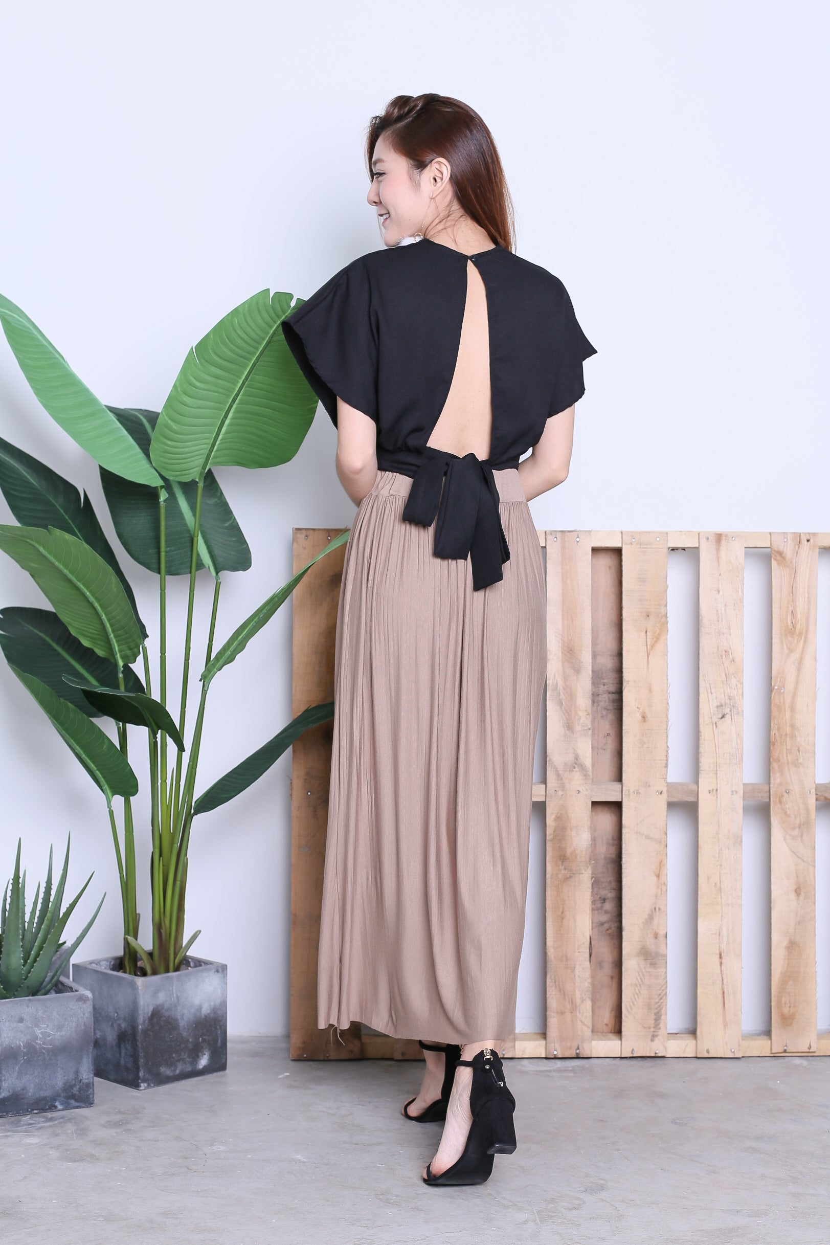 HARTLY PLEATED MAXI SKIRT IN TAUPE