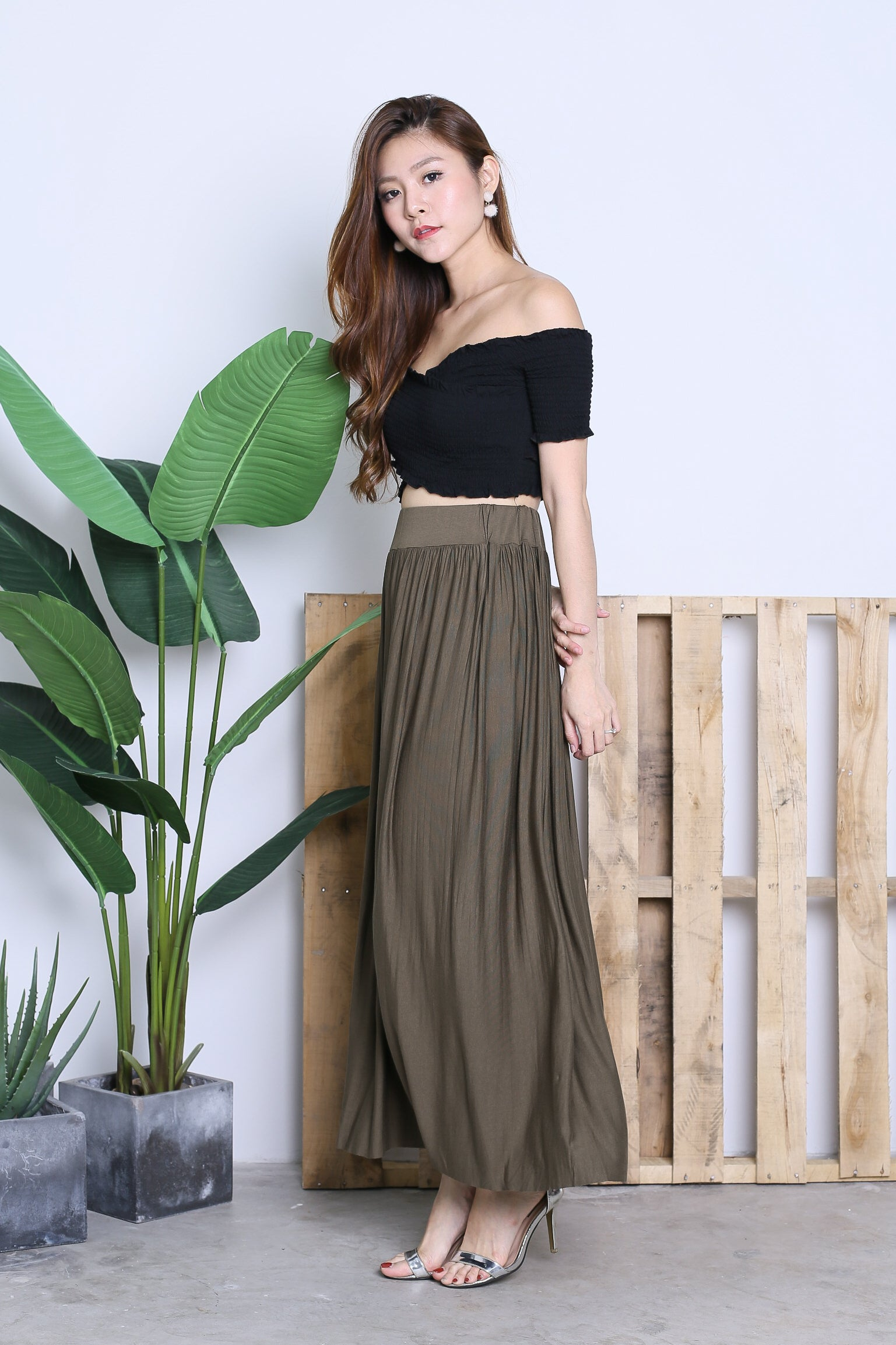 HARTLY PLEATED MAXI SKIRT IN OLIVE