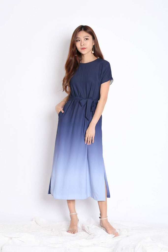 (PREMIUM) ANAIS SLEEVED OMBRE MAXI (NAVY/ GREY)