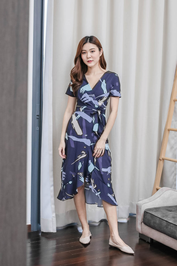 *TPZ* (PREMIUM) PENNY ABSTRACT WRAP DRESS IN NAVY