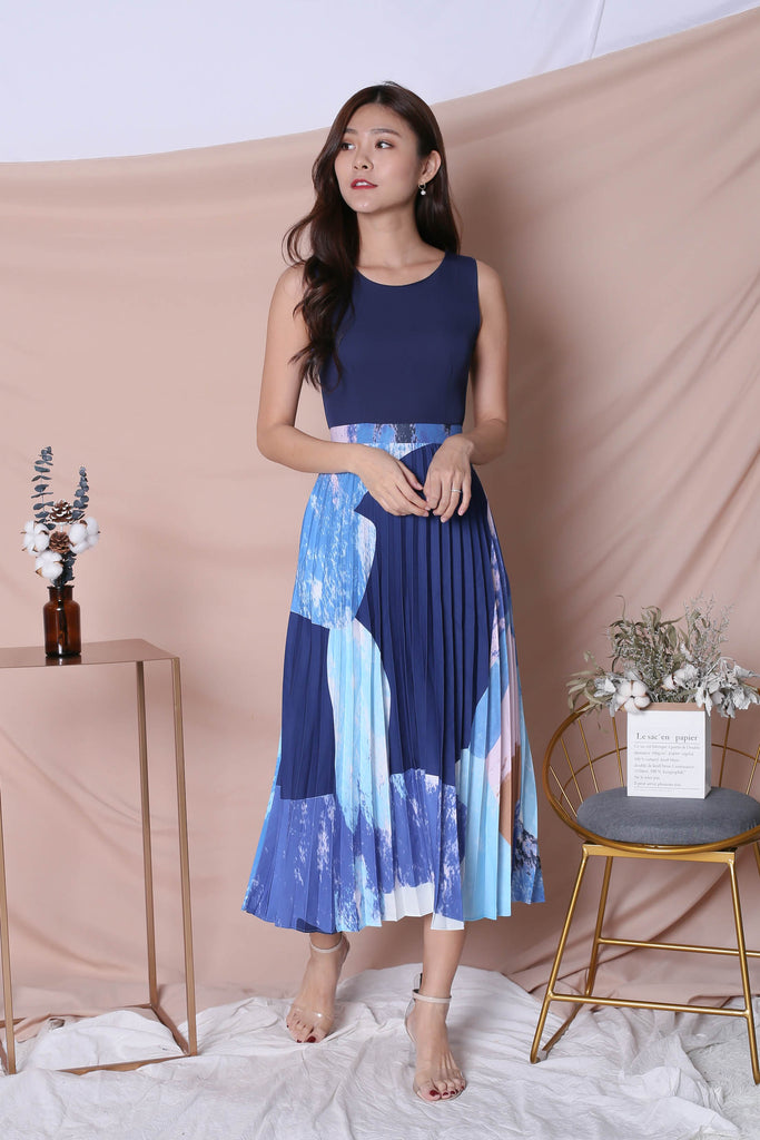 *TPZ* (PREMIUM) REVYN WATERCOLOUR ABSTRACT PLEATED MAXI (NAVY/ BLUE) - TOPAZETTE