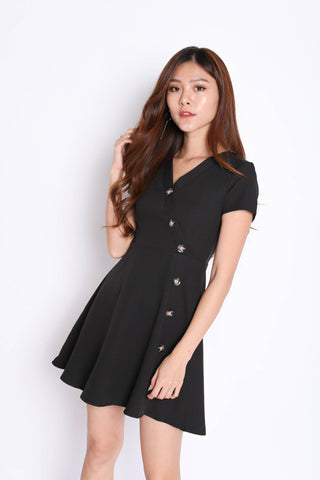 (PREMIUM) MAEVE BUTTON SLEEVED DRESS IN BLACK