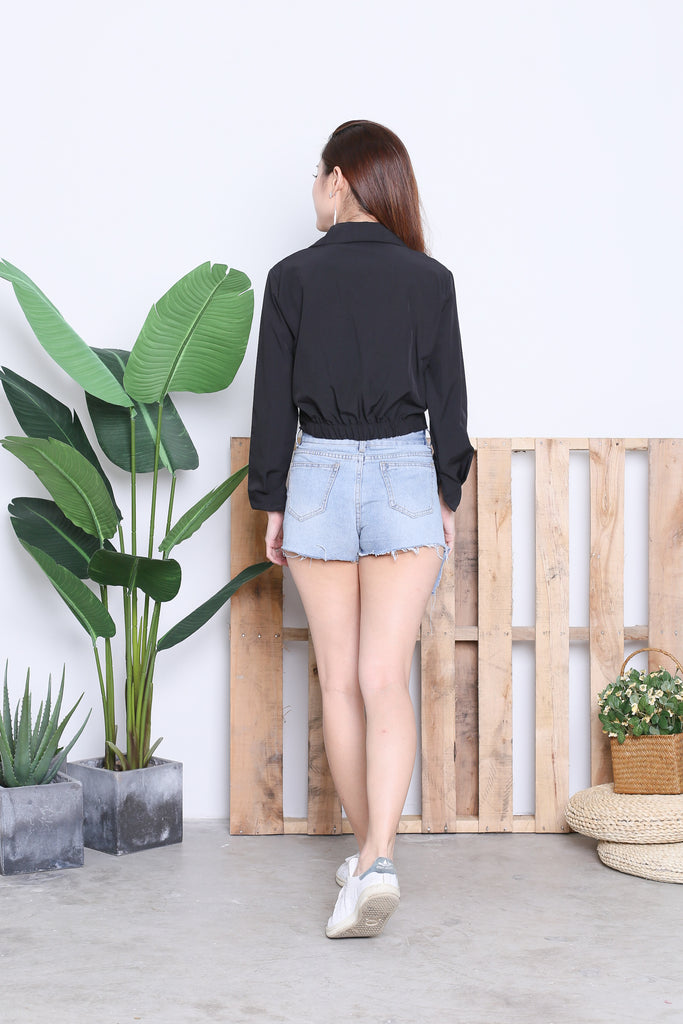 BUTTONED CROP SHIRT IN BLACK - TOPAZETTE