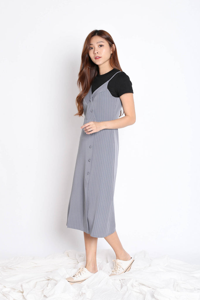 REIGN STRIPES BUTTON DRESS IN GREY