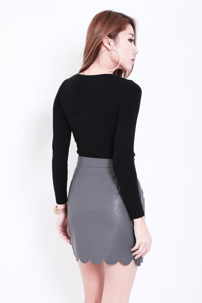 SCALLOP LEATHER SKIRT IN GREY - TOPAZETTE