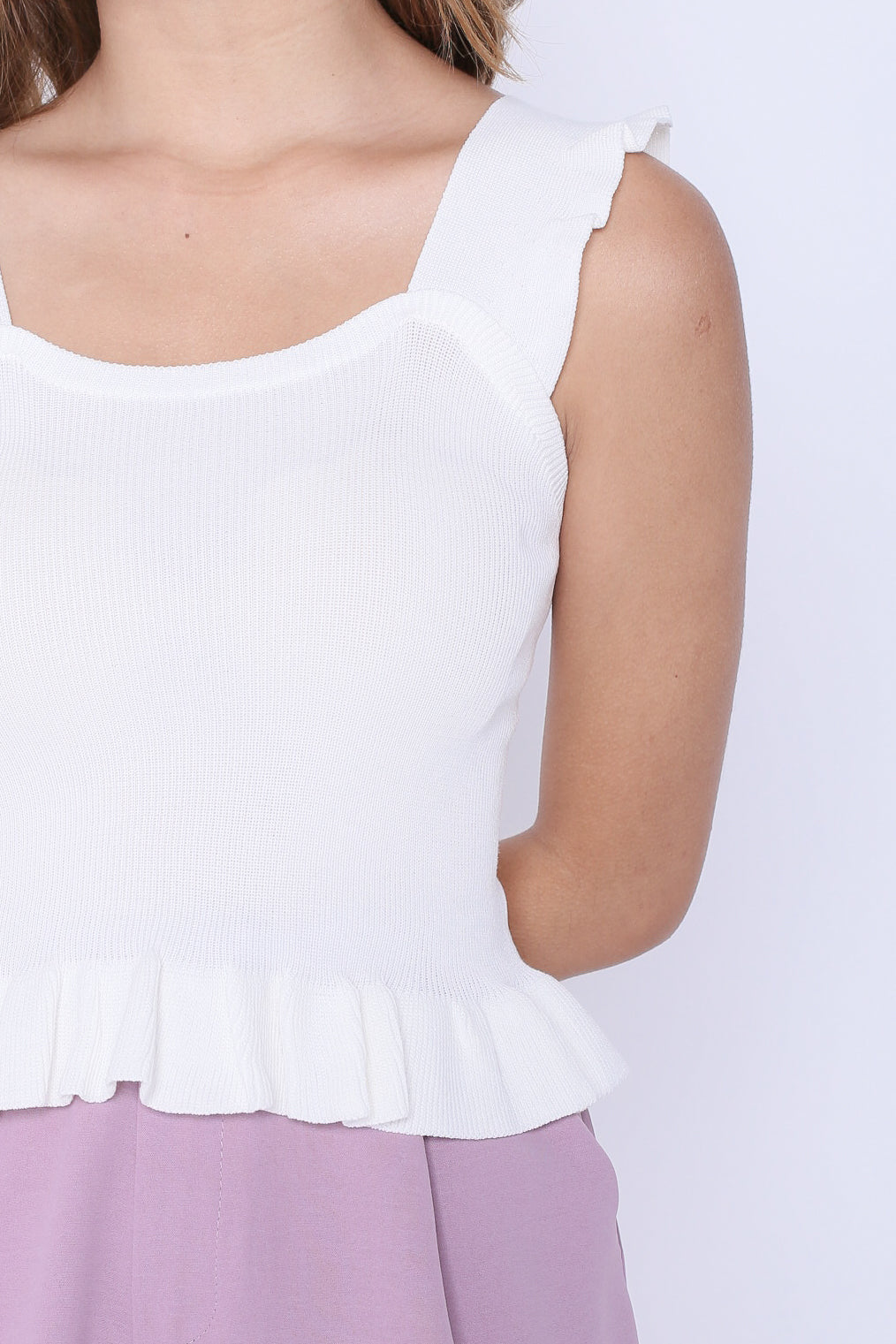 WILLABELLE RUFFLES KNIT TOP IN WHITE