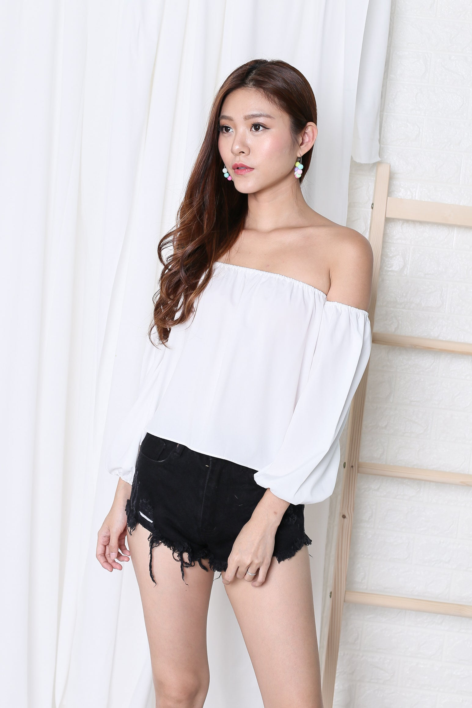 ON VACAY OFF SHOULDER TOP IN WHITE