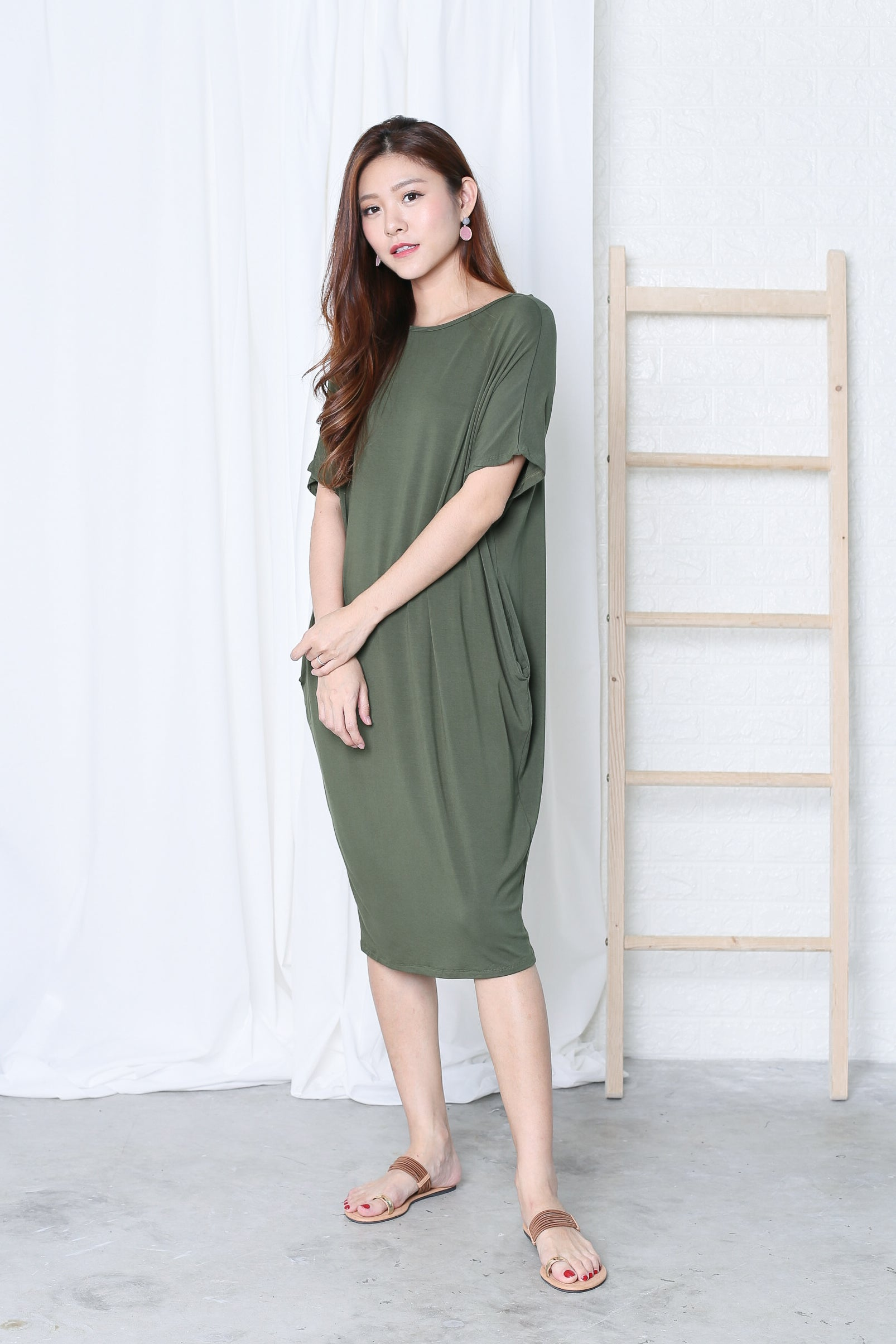 OVERSIZED LOUNGE POCKET DRESS IN OLIVE