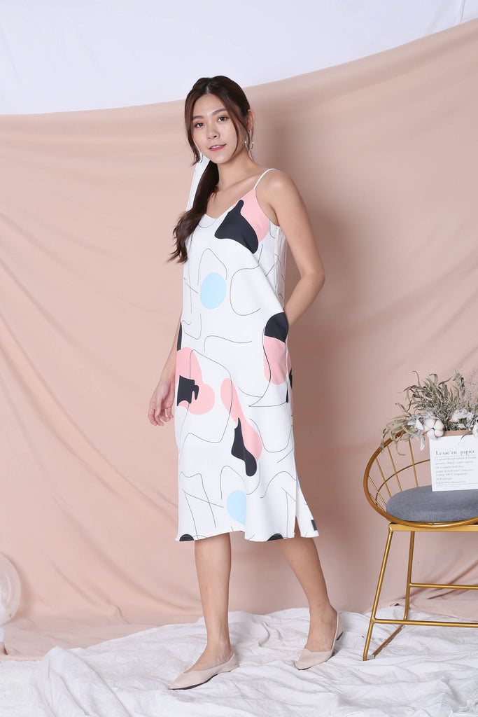(PREMIUM) SCRIBBLE 2 WAY DRESS IN WHITE - TOPAZETTE