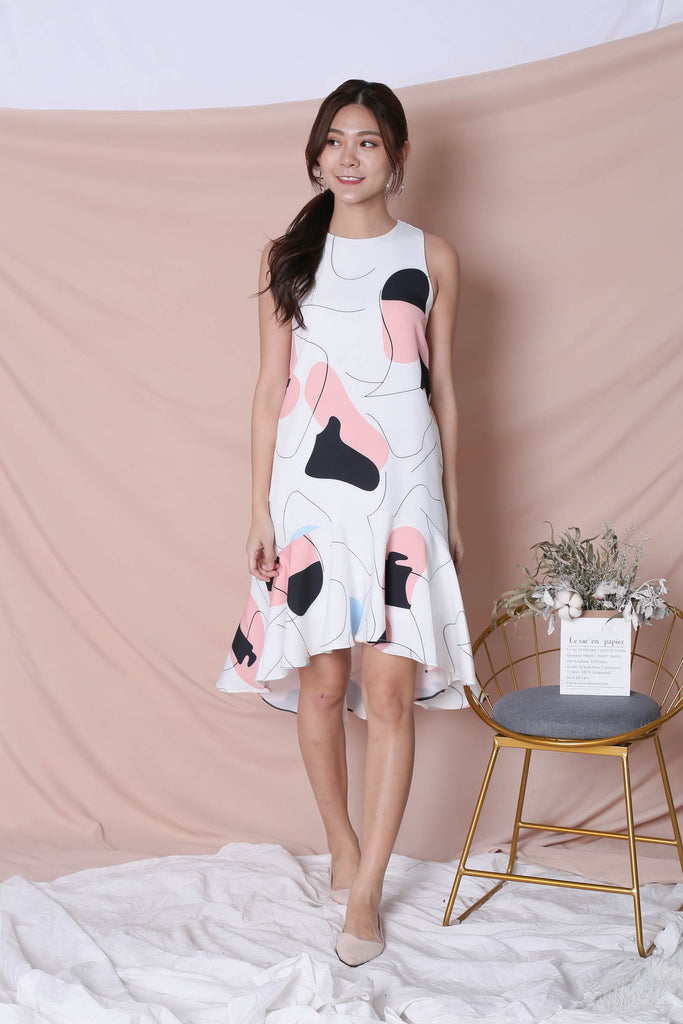 (PREMIUM) SCRIBBLE DROP HEM DRESS IN WHITE