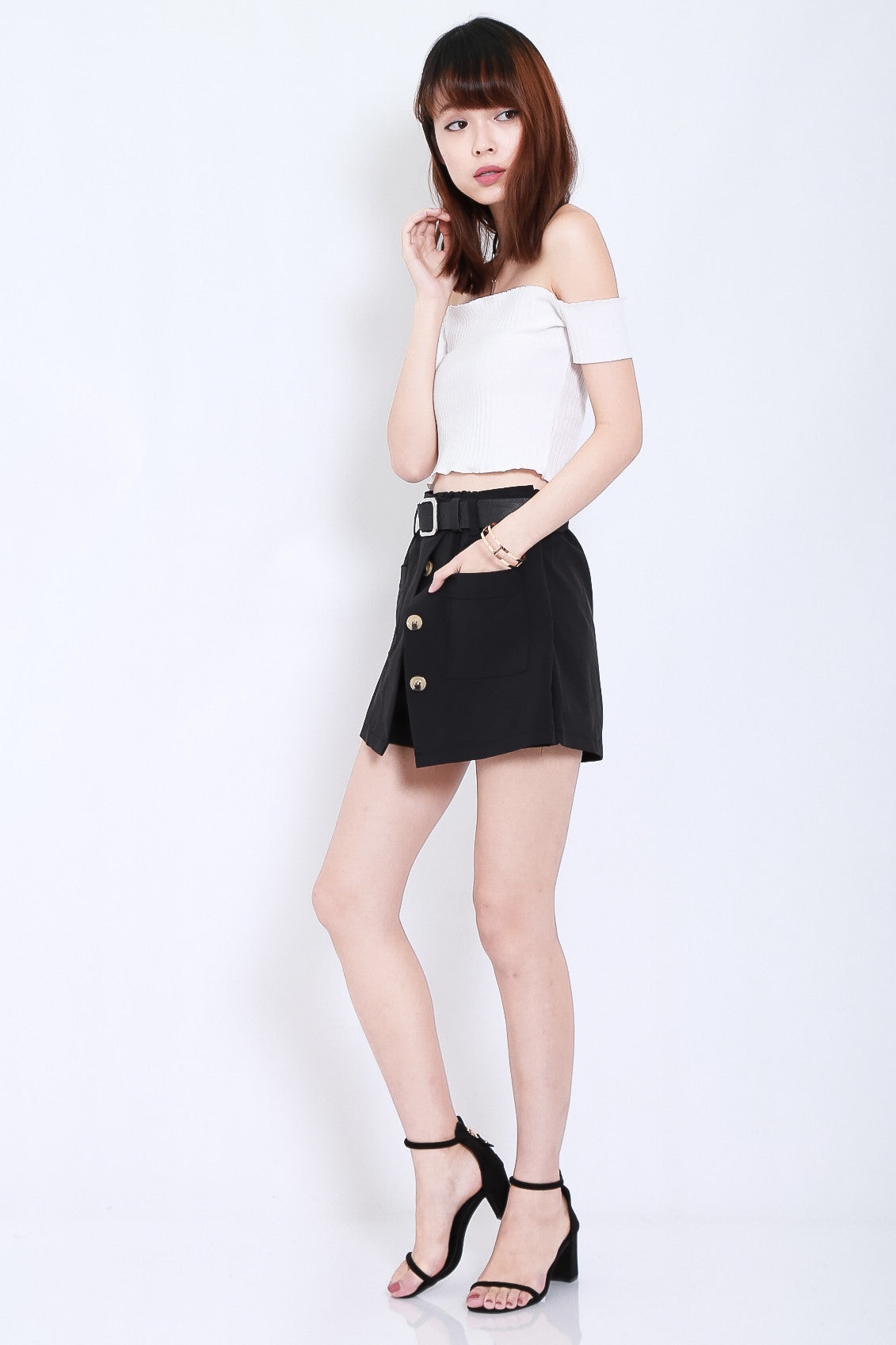 BELTED OPEN FLAP SKORTS IN BLACK - TOPAZETTE
