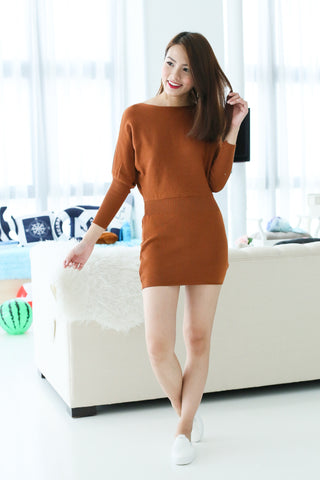 COSY UP KNIT DRESS IN CAMEL - TOPAZETTE
