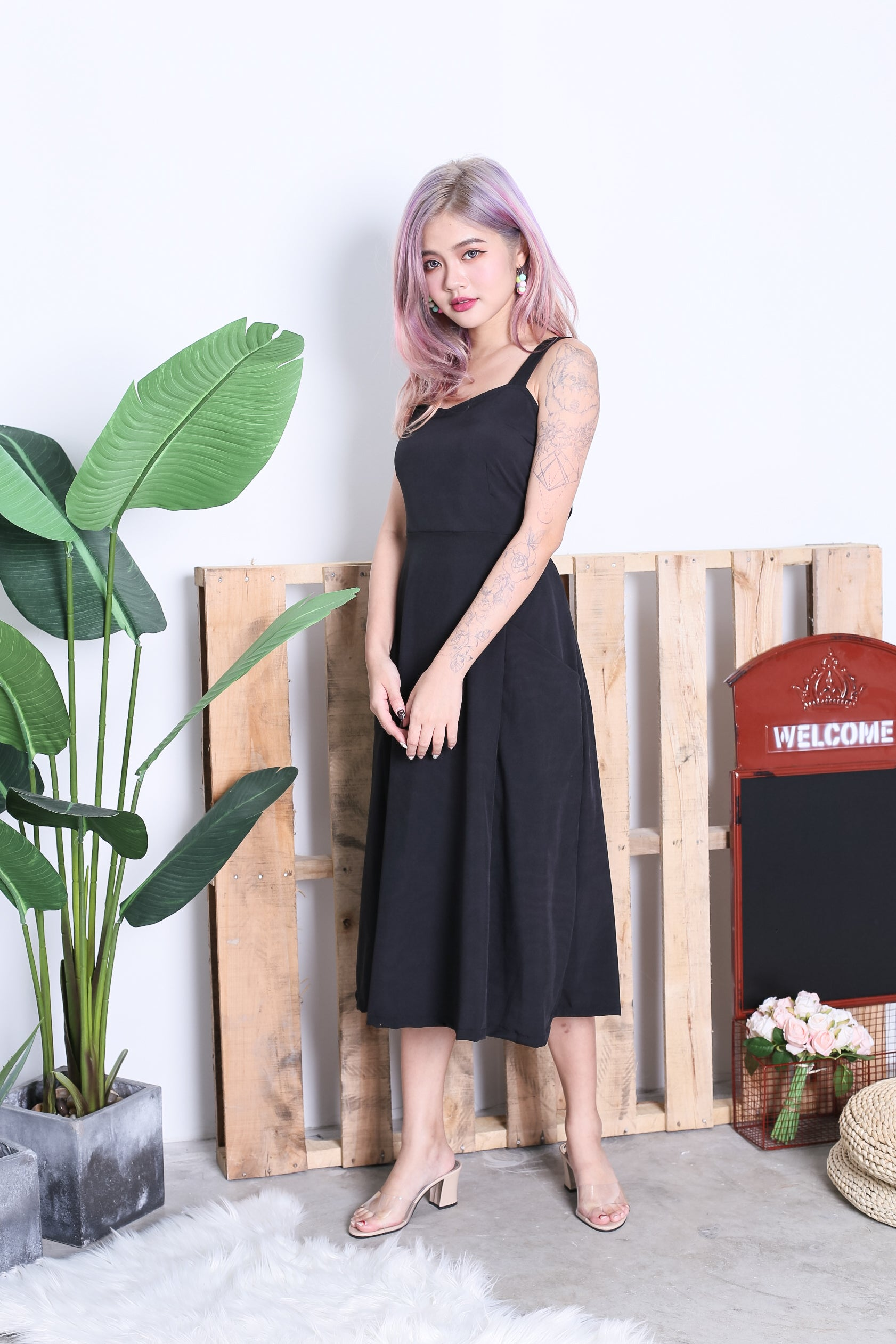LEXIS POCKET MIDI DRESS IN BLACK