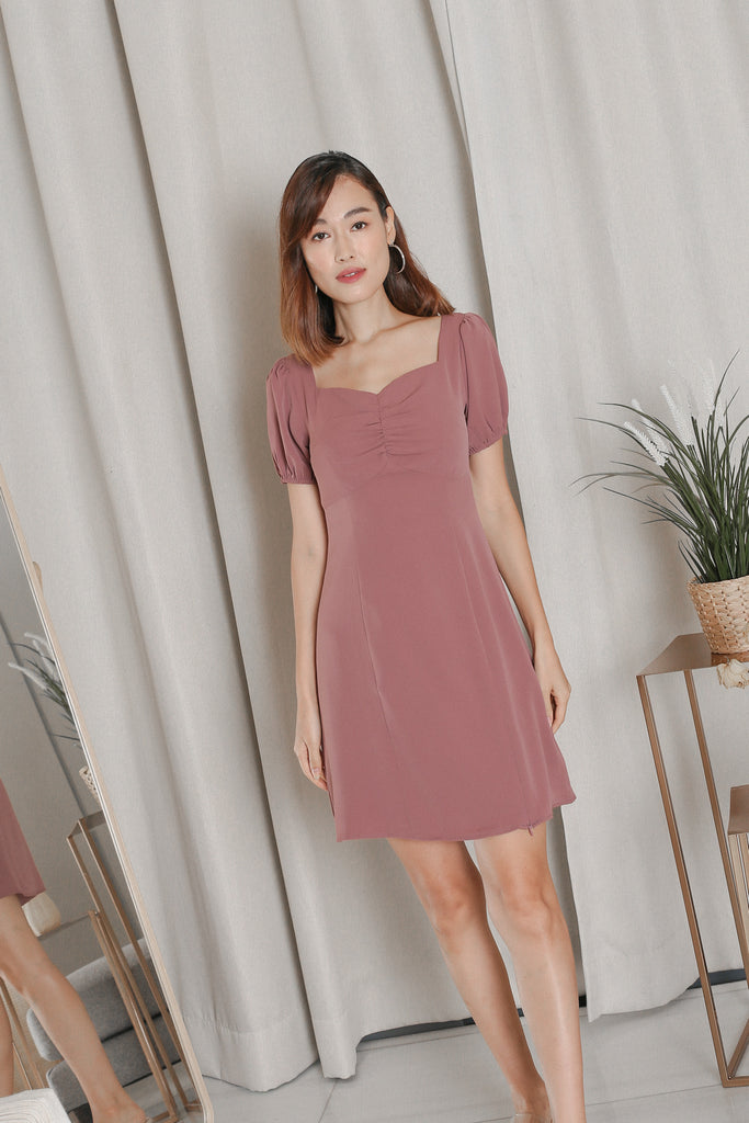 *TPZ* VEANNA RUCHED SLIT DRESS IN MAUVE