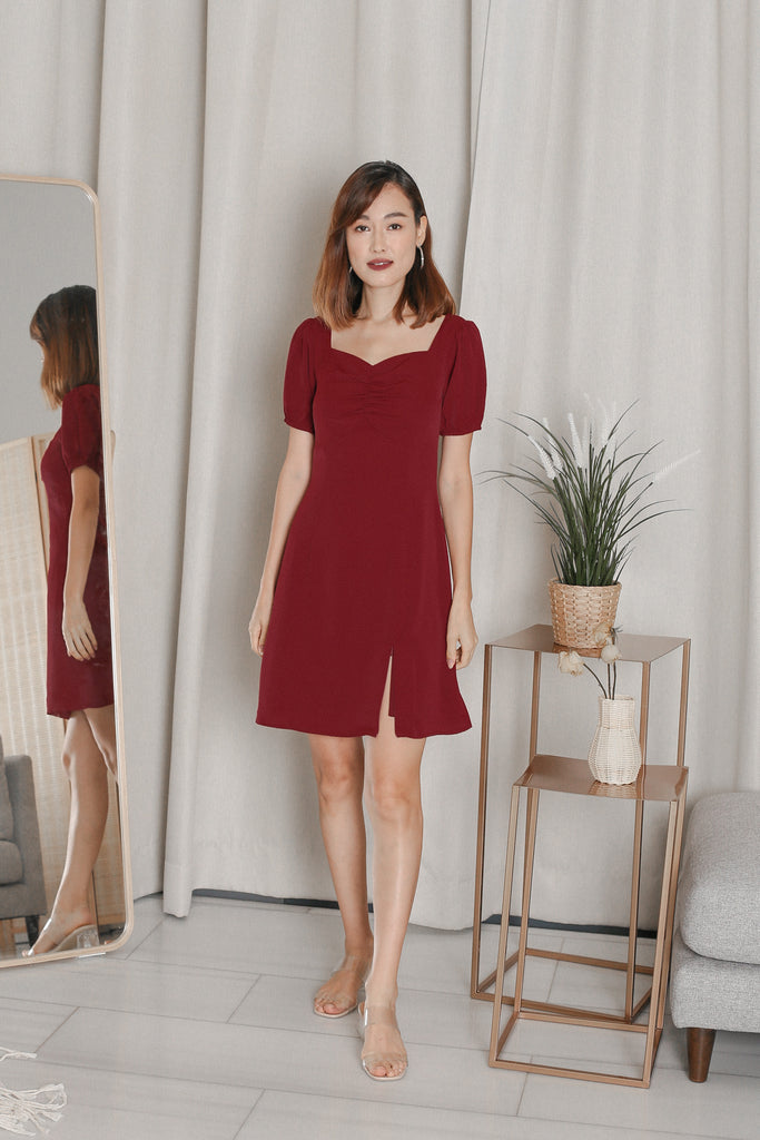 *TPZ* VEANNA RUCHED SLIT DRESS IN BURGUNDY