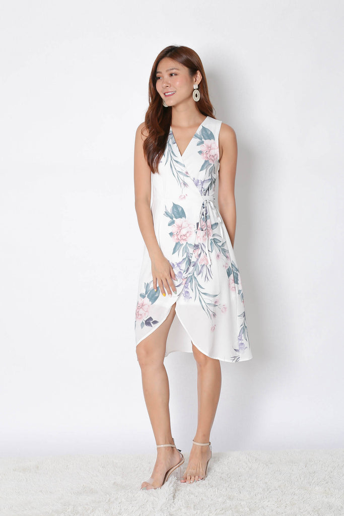 *TPZ* (PREMIUM) UZE WRAP DRESS IN WHITE FLORALS - TOPAZETTE