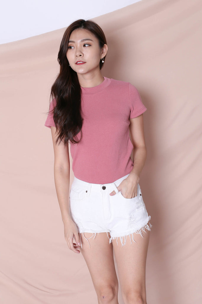 YOUR BASIC KNIT TOP IN PINK