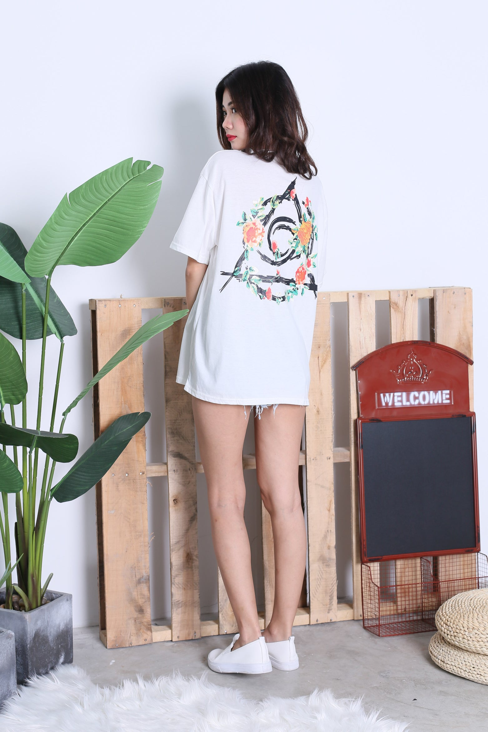 FLORAL OVERSIZED STREET TEE IN WHITE