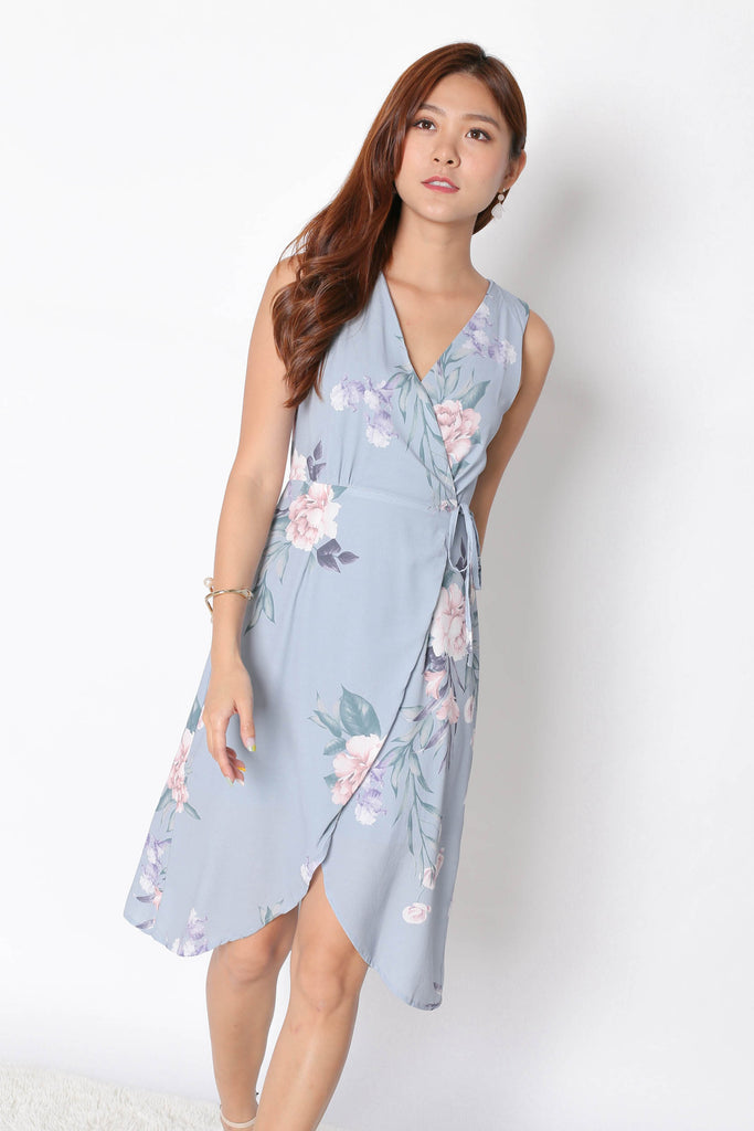 *TPZ* (PREMIUM) UZE WRAP DRESS IN DUSTY BLUE FLORALS - TOPAZETTE