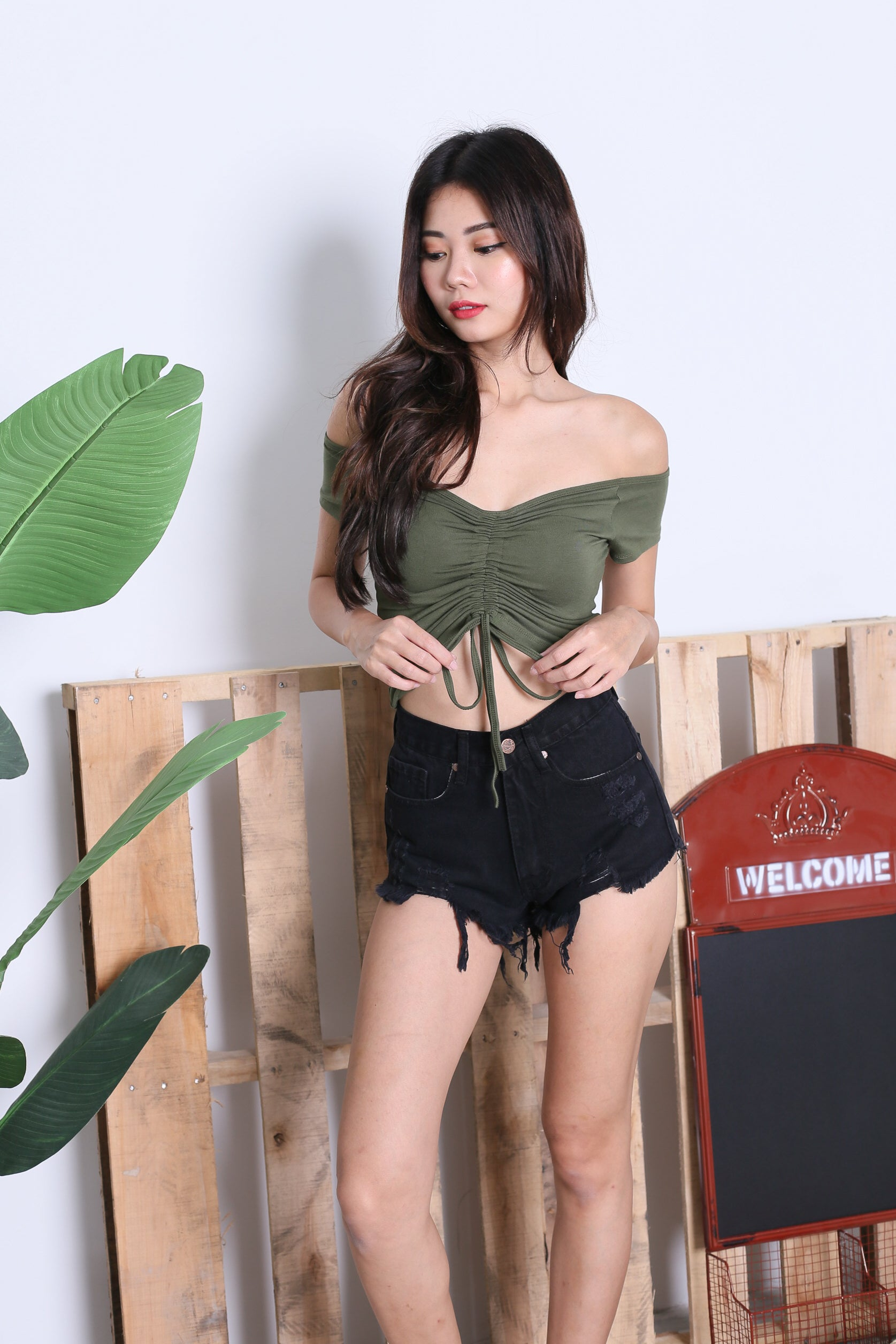 *BACKORDER* BASIC SCRUNCH TOP IN OLIVE