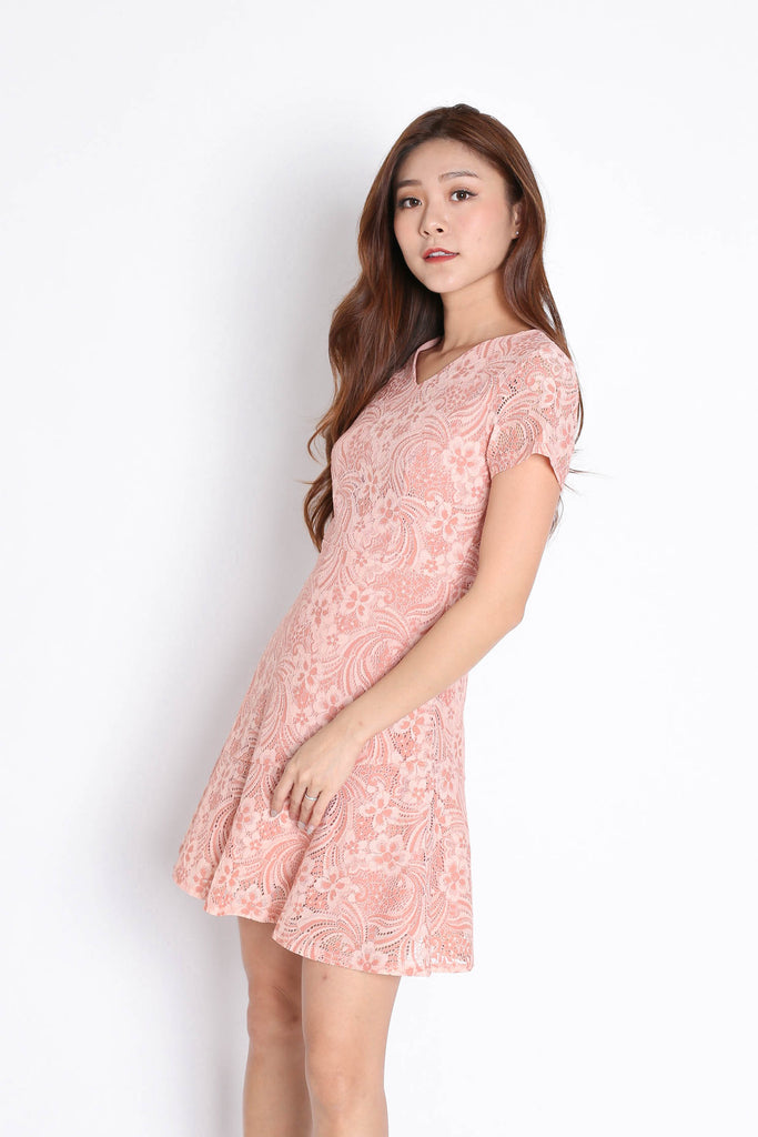 (PREMIUM) PEARL DUO LACE DRESS IN DUSTY CORAL PINK - TOPAZETTE