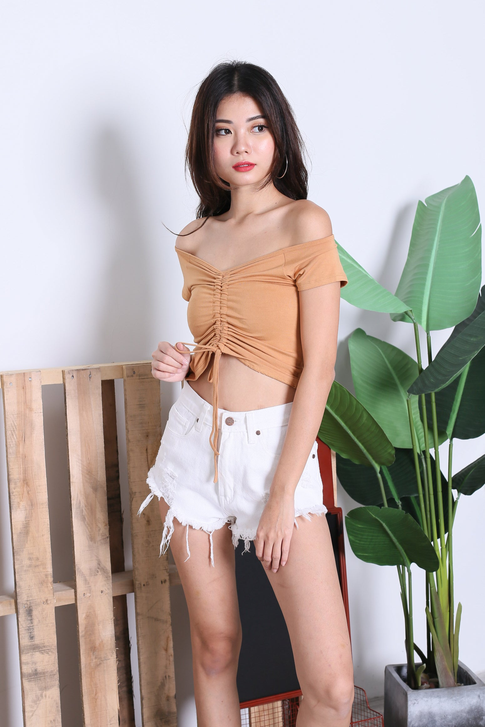 BASIC SCRUNCH TOP IN MUSTARD