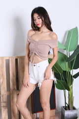 BASIC SCRUNCH TOP IN TAUPE