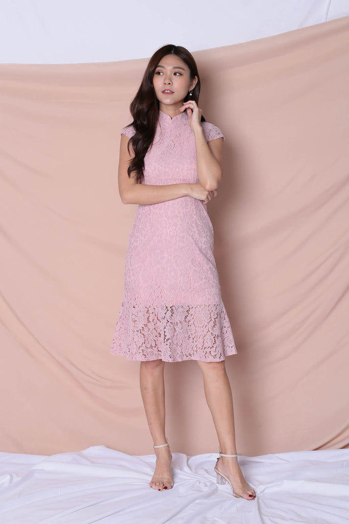 *TPZ* (PREMIUM) EE NING CHEONGSAM DRESS IN DUSTY PINK - TOPAZETTE