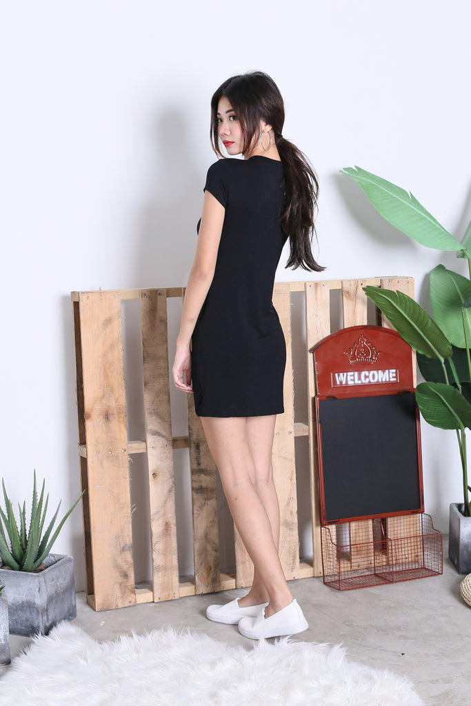 BASIC HIGH NECK KNOTTED TEE DRESS IN BLACK - TOPAZETTE