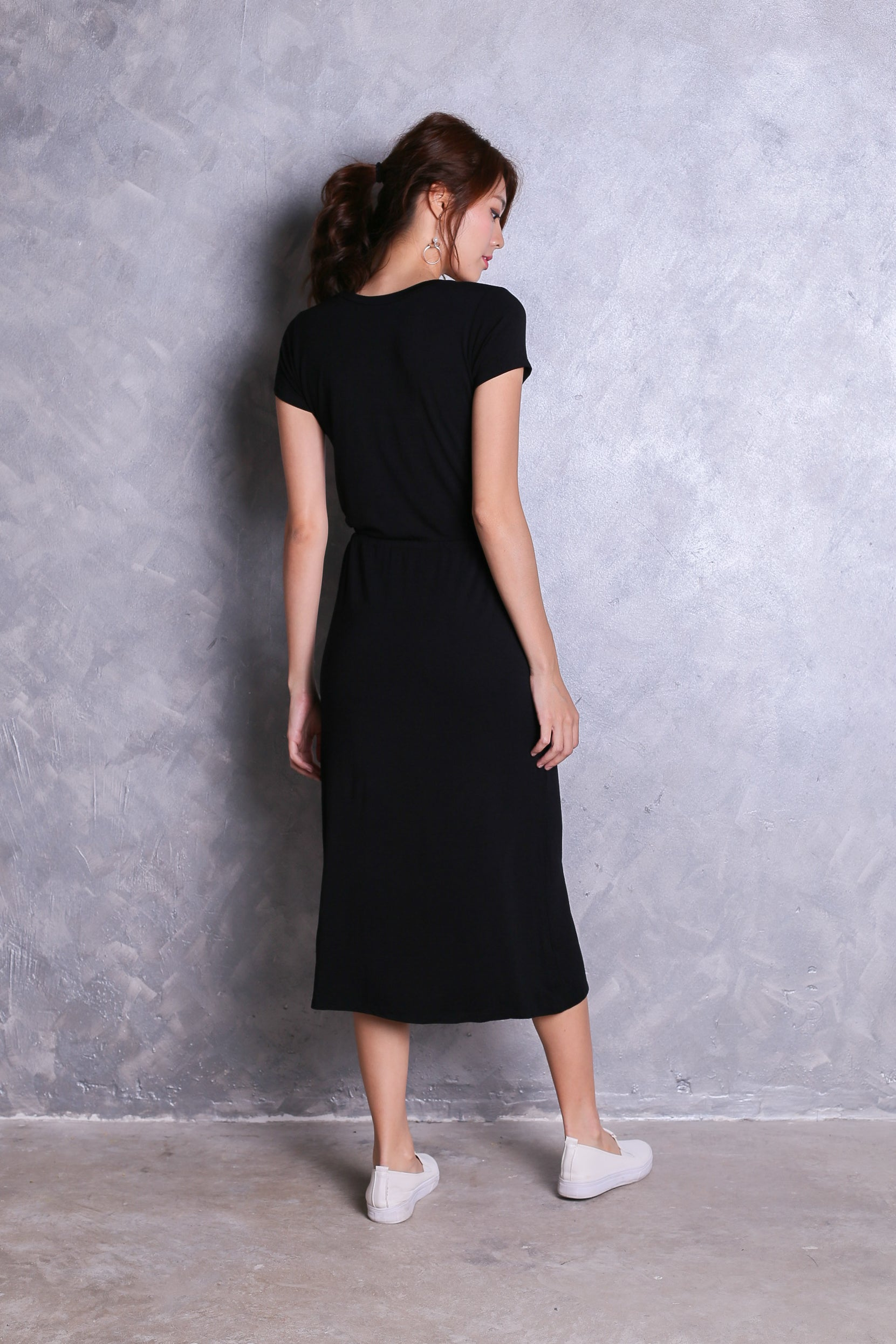 *RESTOCKED* DRAWSTRING POCKET MIDI DRESS IN BLACK