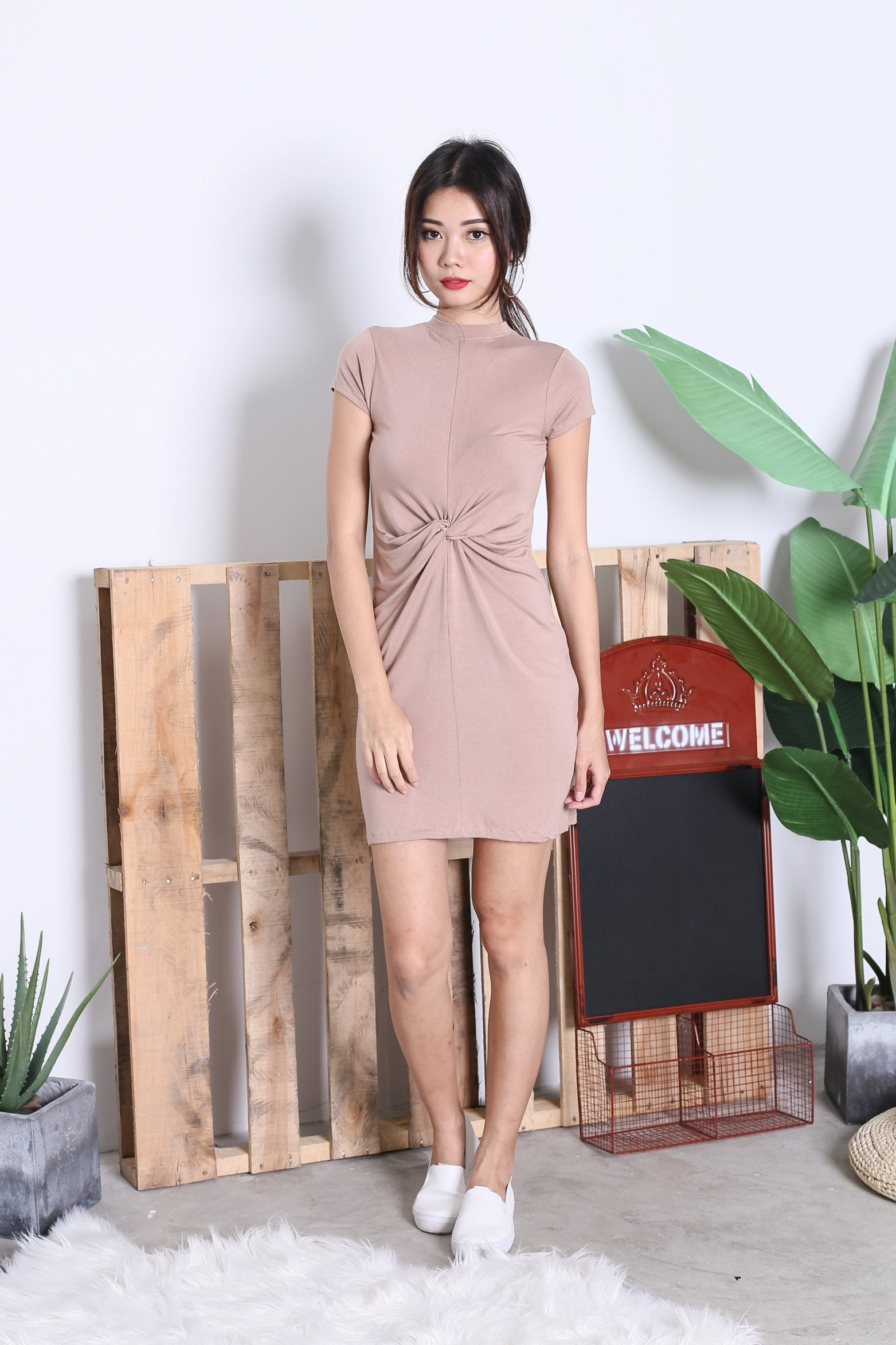 BASIC HIGH NECK KNOTTED TEE DRESS IN TAUPE