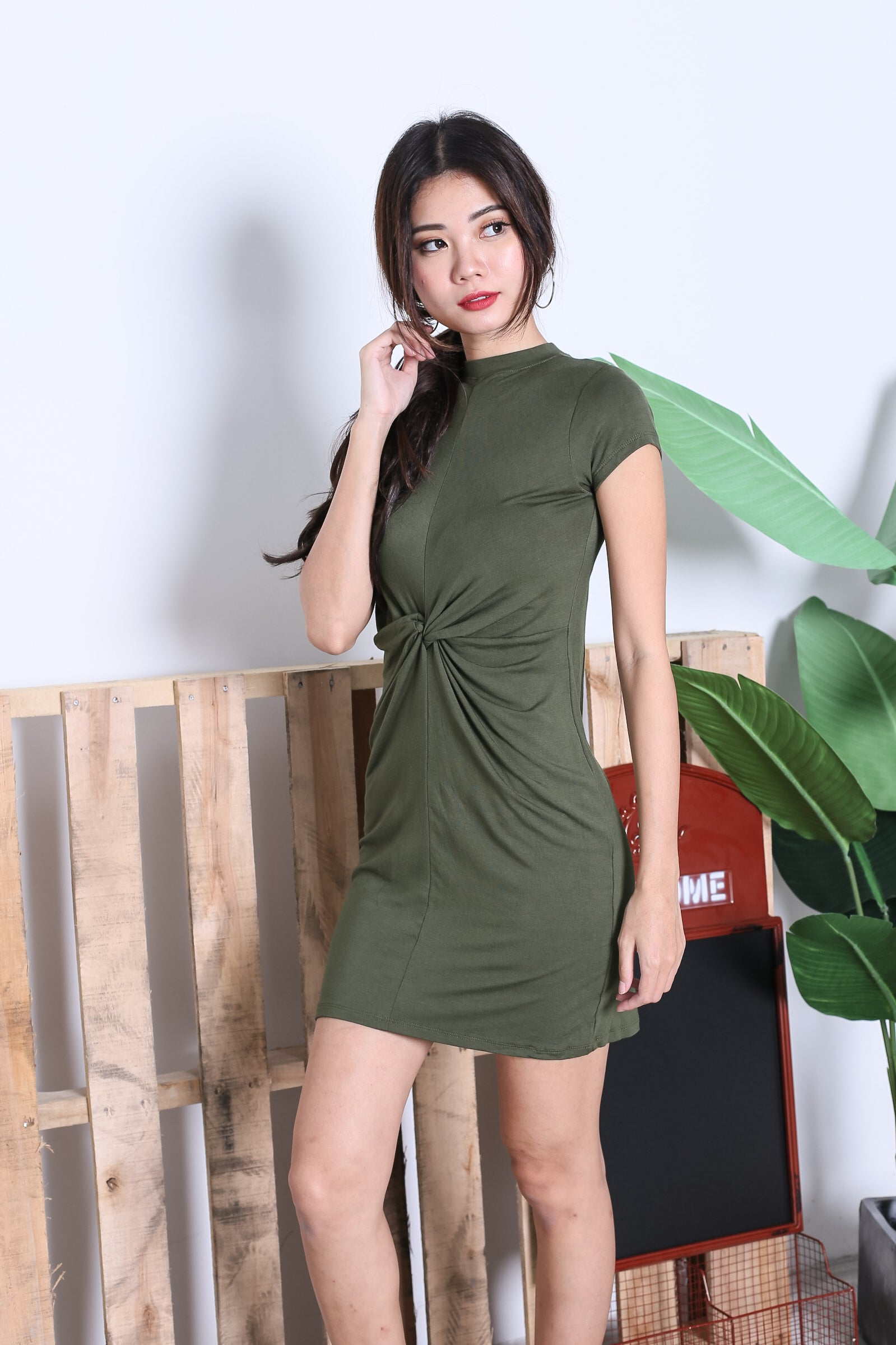 BASIC HIGH NECK KNOTTED TEE DRESS IN ARMY GREEN