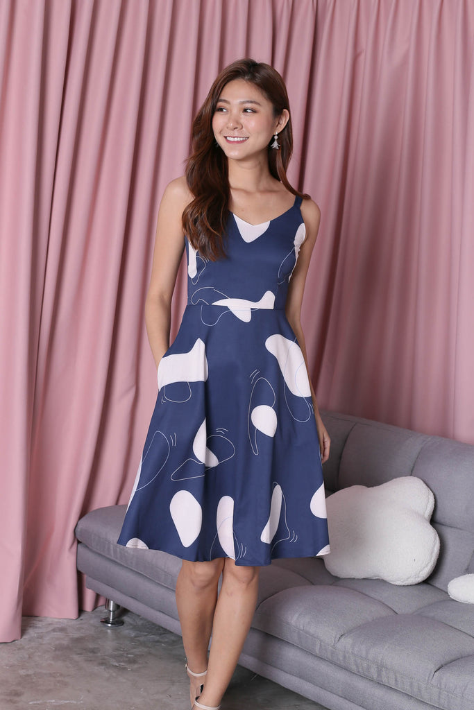 *TPZ* (PREMIUM) XABELLE ABSTRACT SKATER DRESS IN NAVY - TOPAZETTE