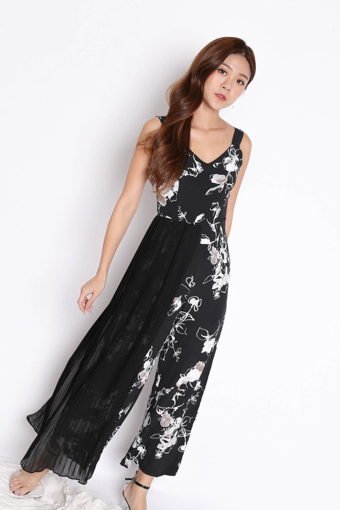 *TPZ* (PREMIUM) TRINA JUMPSUIT IN BLACK ABSTRACT FLORALS
