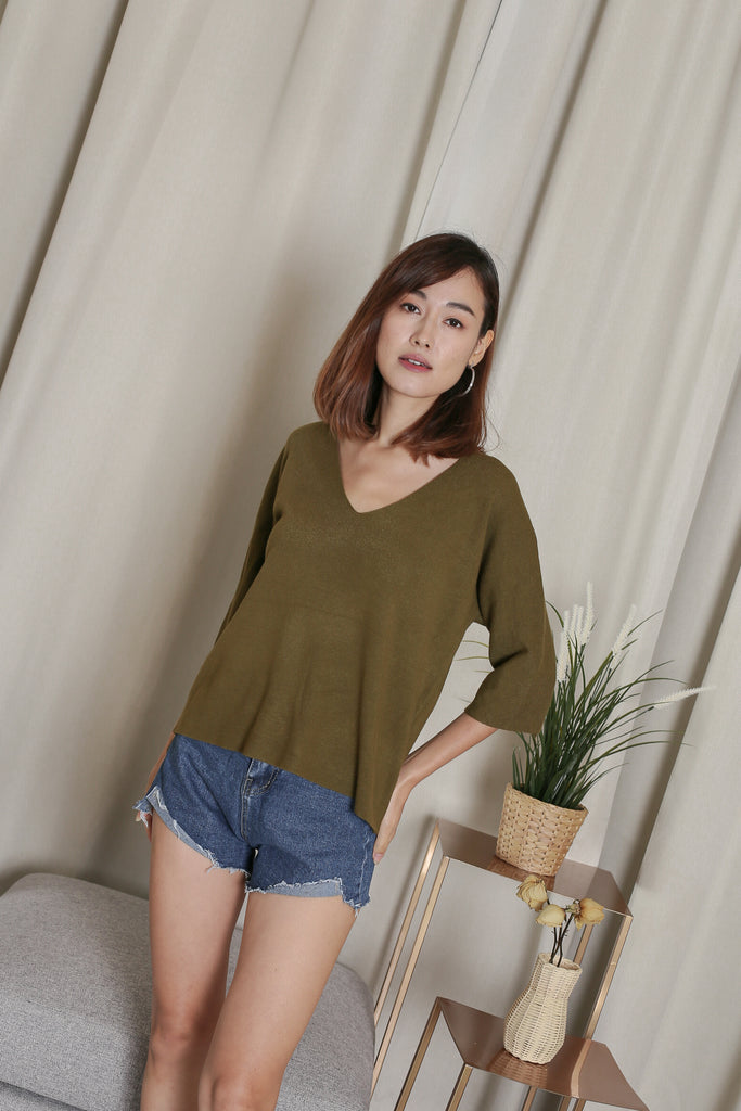 GERI V NECK KNIT TOP IN OLIVE