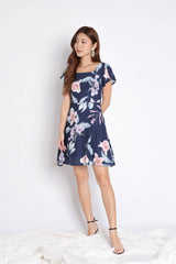 (PREMIUM) KESHIA DRESS IN NAVY FLORALS