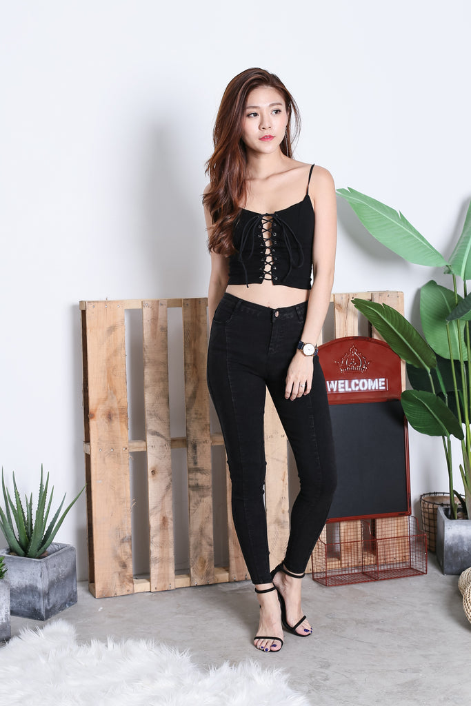 VICA LACED UP CROP TOP IN BLACK - TOPAZETTE