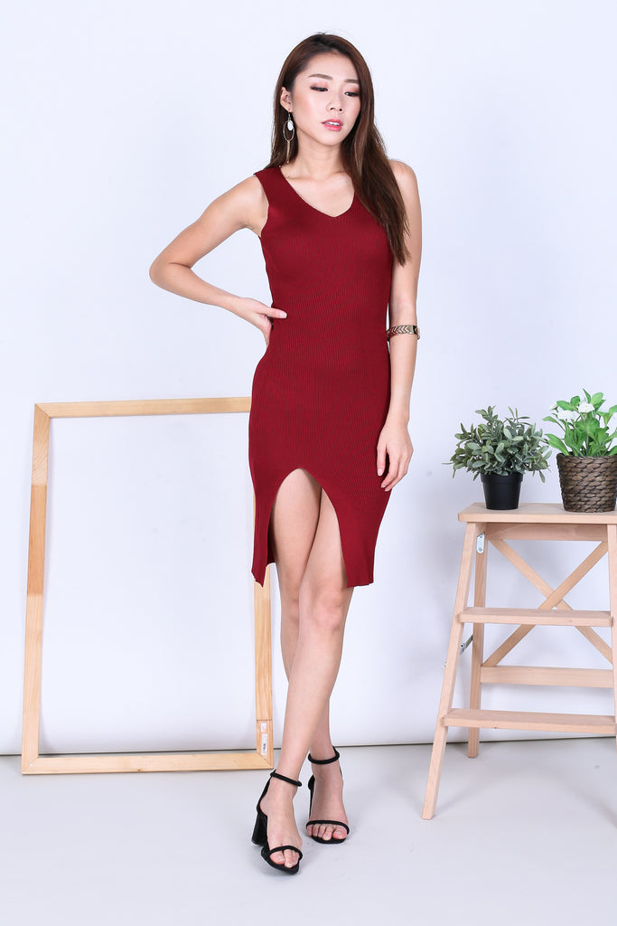 VERLIS HIGH SLIT KNIT DRESS IN WINE - TOPAZETTE