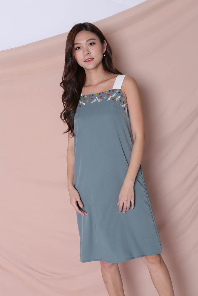 (PREMIUM) XLINDA EMBROIDERY DRESS IN TEAL - TOPAZETTE