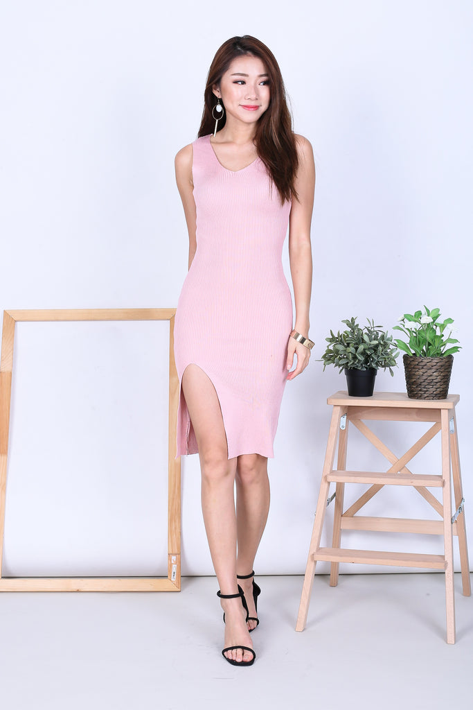 VERLIS HIGH SLIT KNIT DRESS IN BABY PINK - TOPAZETTE