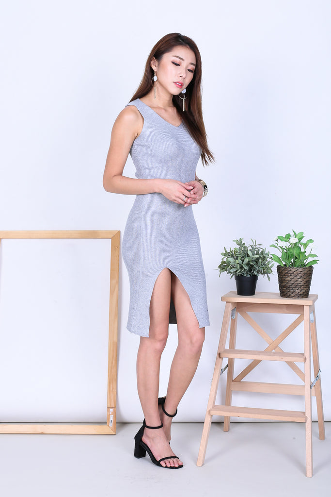 VERLIS HIGH SLIT KNIT DRESS IN GREY - TOPAZETTE