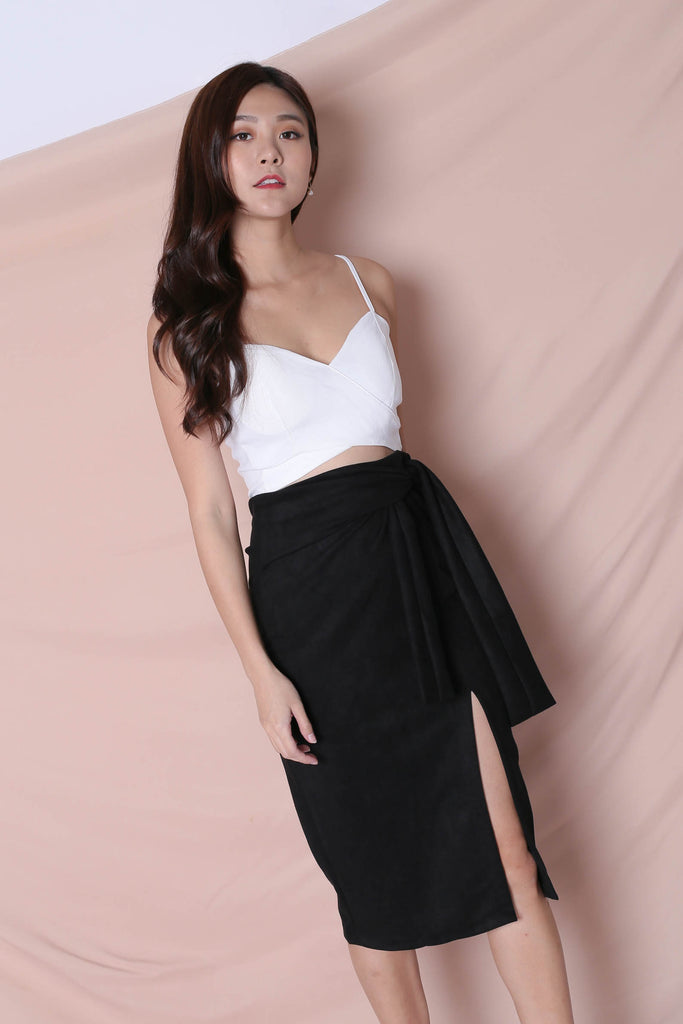 RAYLA SUEDE SKIRT IN BLACK - TOPAZETTE