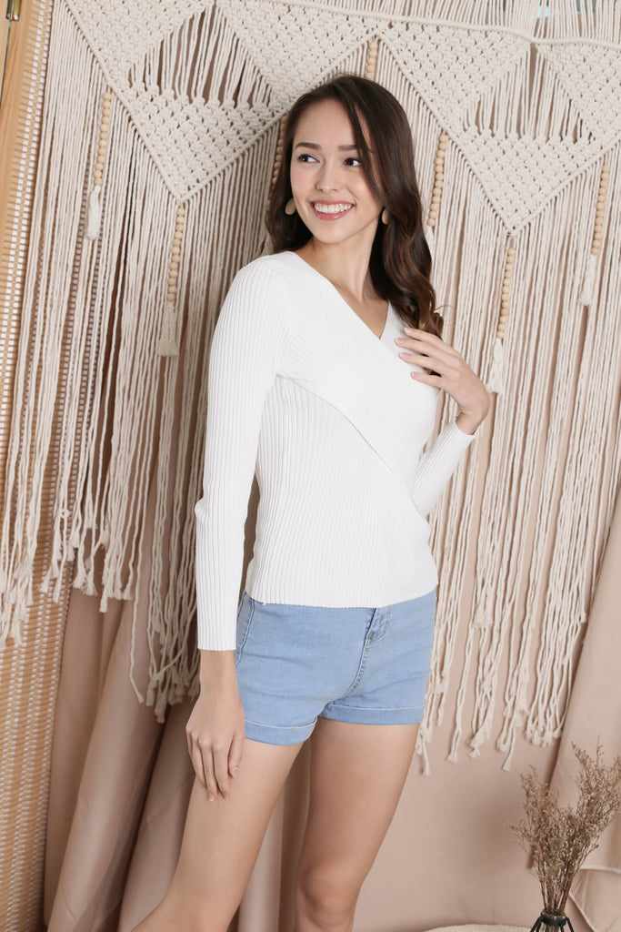 HARLEE CROSS WRAP KNIT TOP IN WHITE