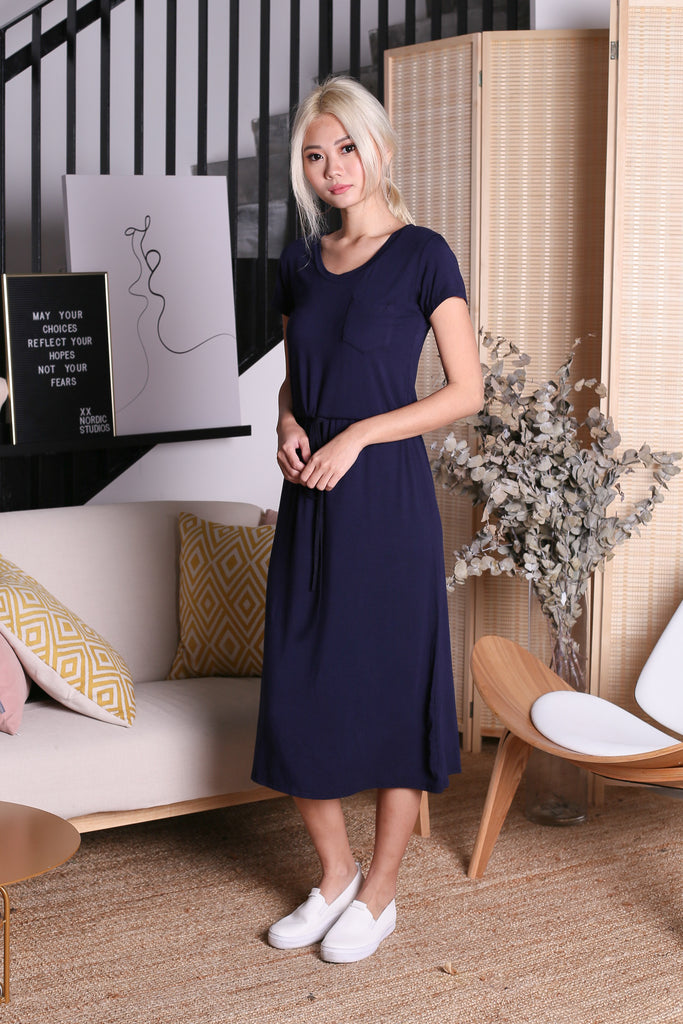 DRAWSTRING POCKET MIDI DRESS IN NAVY - TOPAZETTE